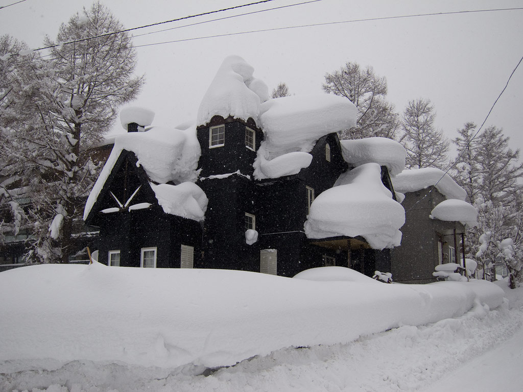A house in middle Hirafu Village getting slowly buried, 11 January 2013