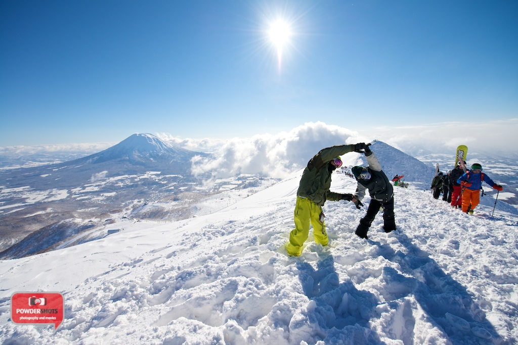 Niseko-Hirafu-Summit-bluebird-140204-06