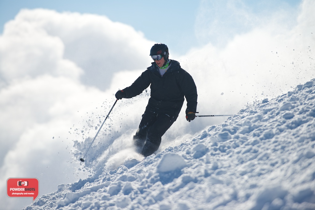 Niseko-Hirafu-Summit-bluebird-140204-09