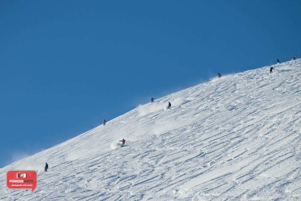 Niseko-Hirafu-Summit-bluebird-140204-10