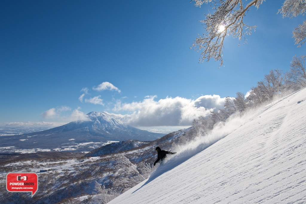 Niseko-Hirafu-Summit-bluebird-140204-15