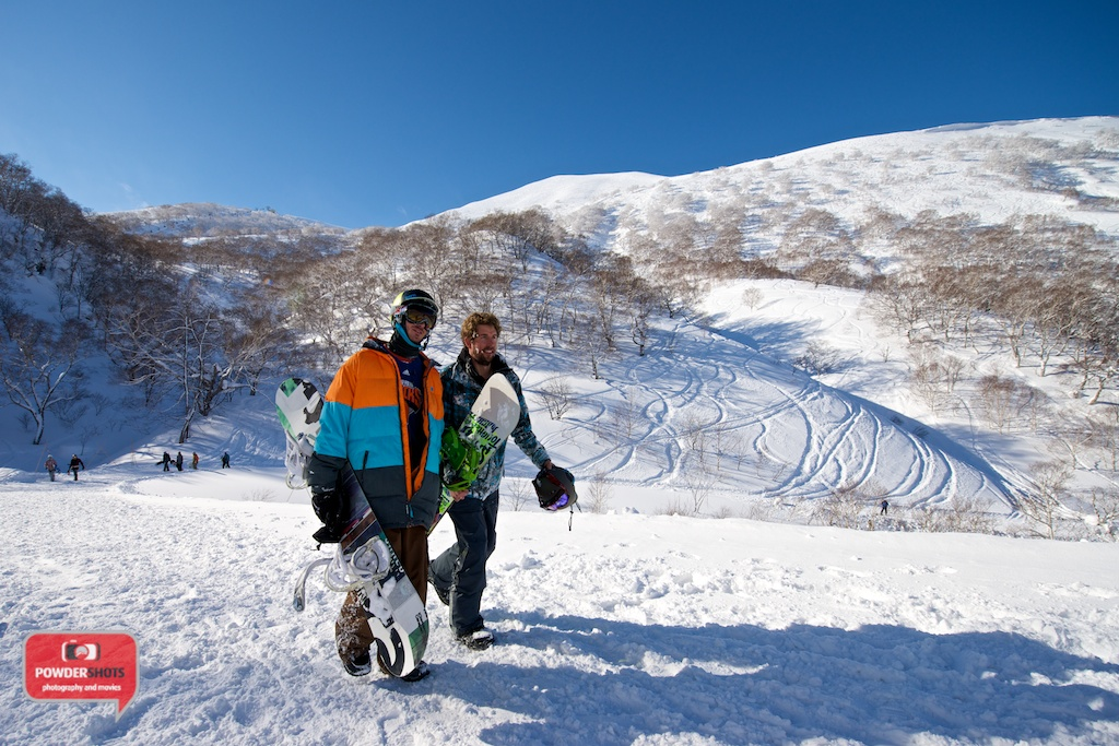 Niseko-Hirafu-Summit-bluebird-140204-17