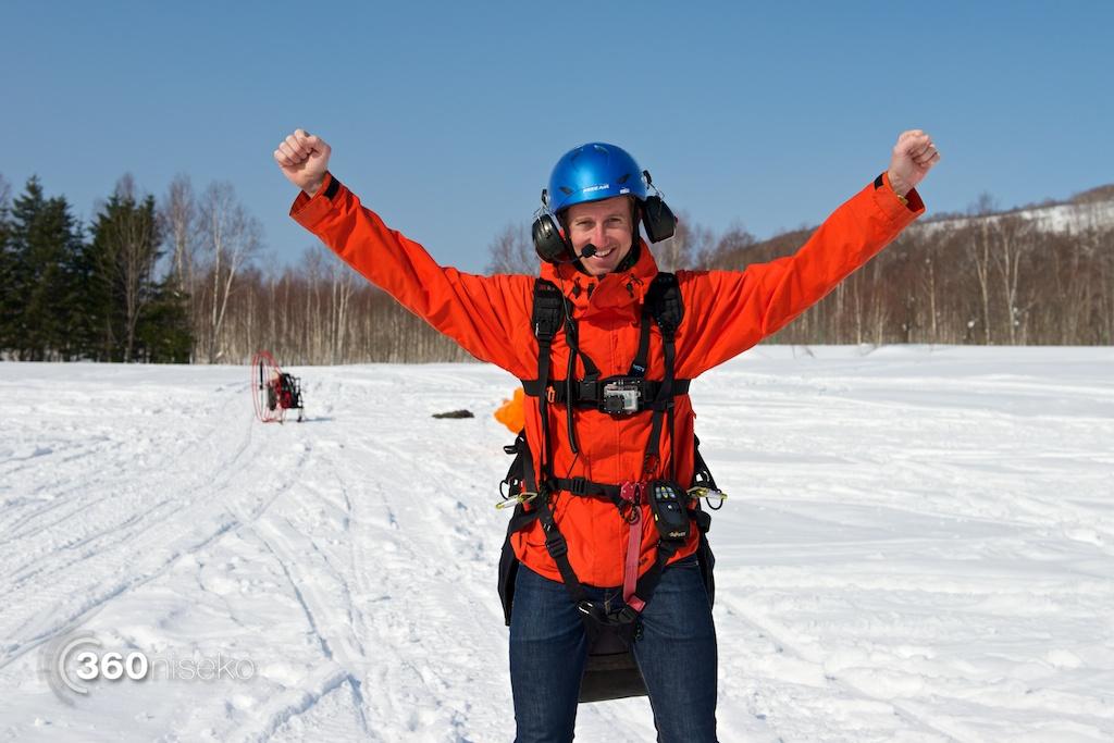 Niseko-motor-paragliding-3