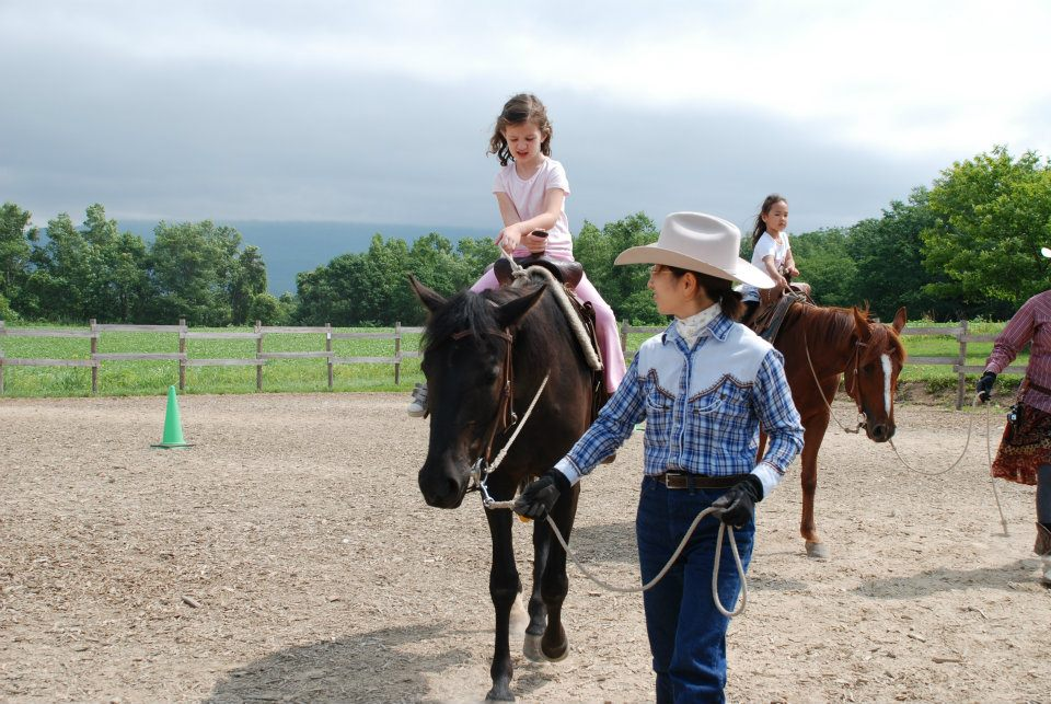 edventure-niseko-summer-camp-horse-riding