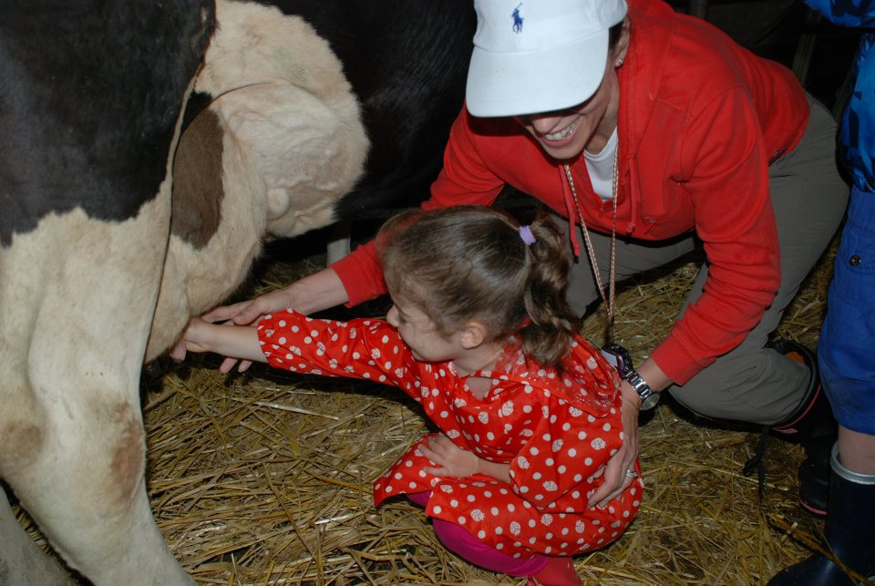 edventure-niseko-summer-camp-milking-cows