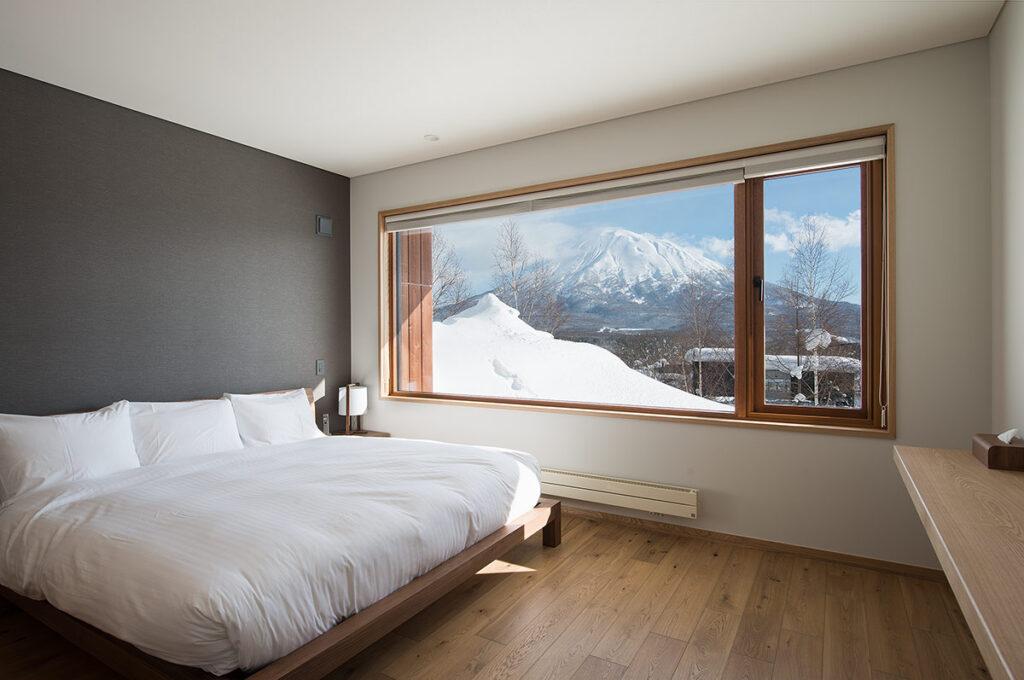 kazahana-chalet-niseko-hirafu-master-bedroom2