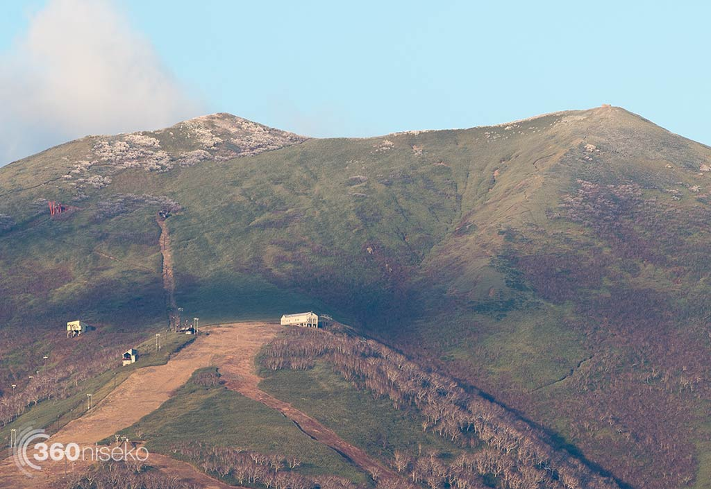 """A dusting on """"The Peak"""", 22 October 2014"""