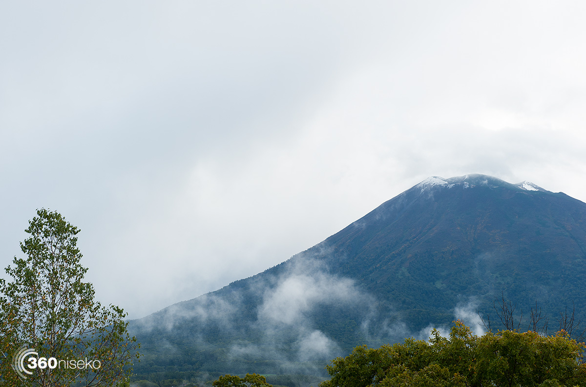 First snowfall on Mt.Yotei for the 2015-16 season, 29 September 2015