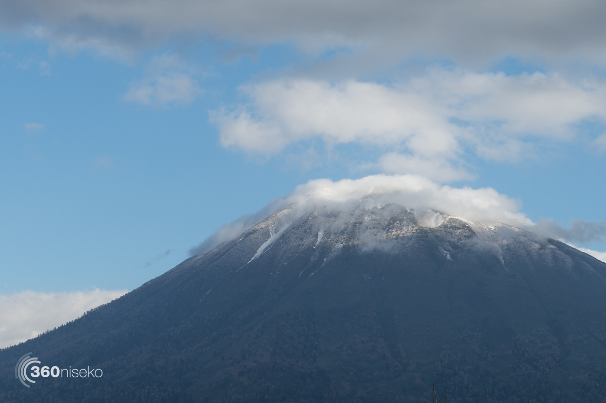 Fresh snow on Mt.Yotei, 20 October 2015