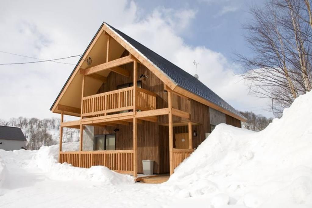 Niseko-Country-Resort-Chalet-Exterior