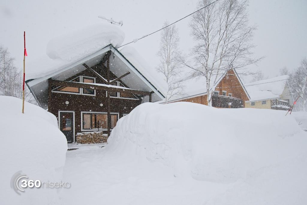 Niseko-Street-January-2014-Driveway