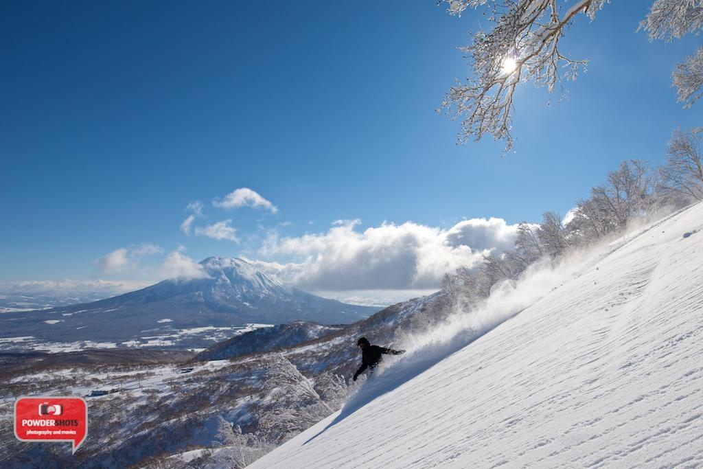 Niseko-Hirafu-Summit-bluebird-140204-15