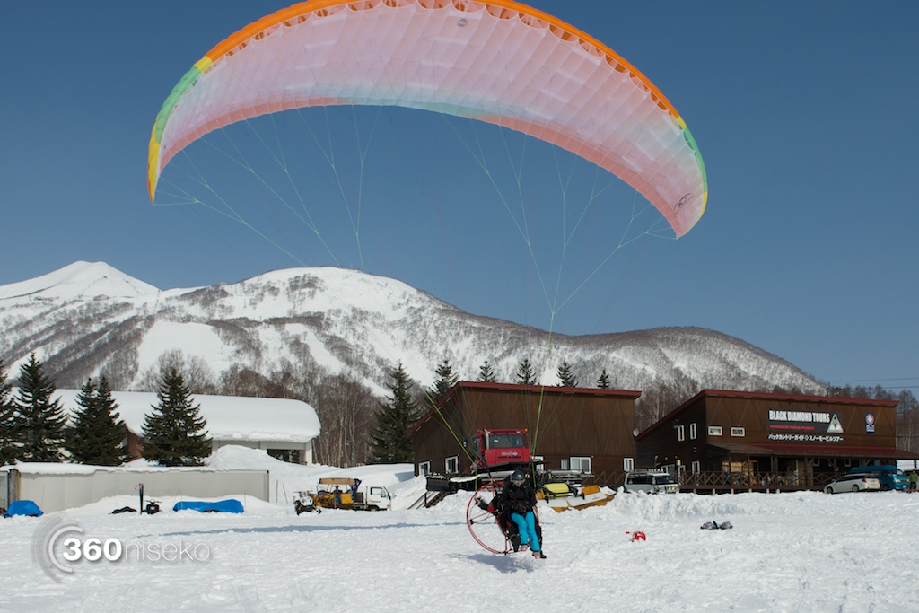 Niseko-motor-paragliding-10
