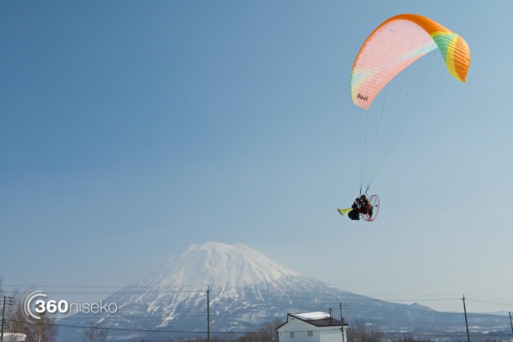 Niseko-motor-paragliding-12