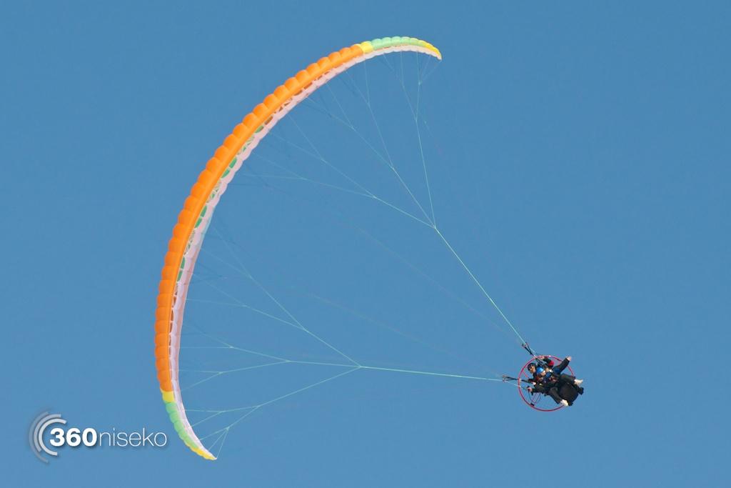 Niseko-motor-paragliding-2