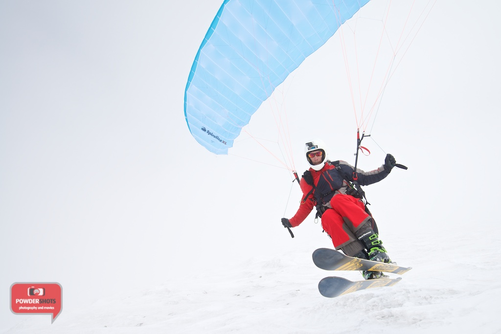 Paragliding-Mount-Yotei-Niseko-2014-flying-dutchman