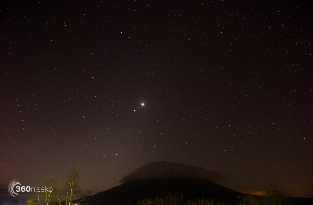 Venus, Jupiter and Mars clearly visible above Mt.Yotei an hour before sunrise, 23 October 2015