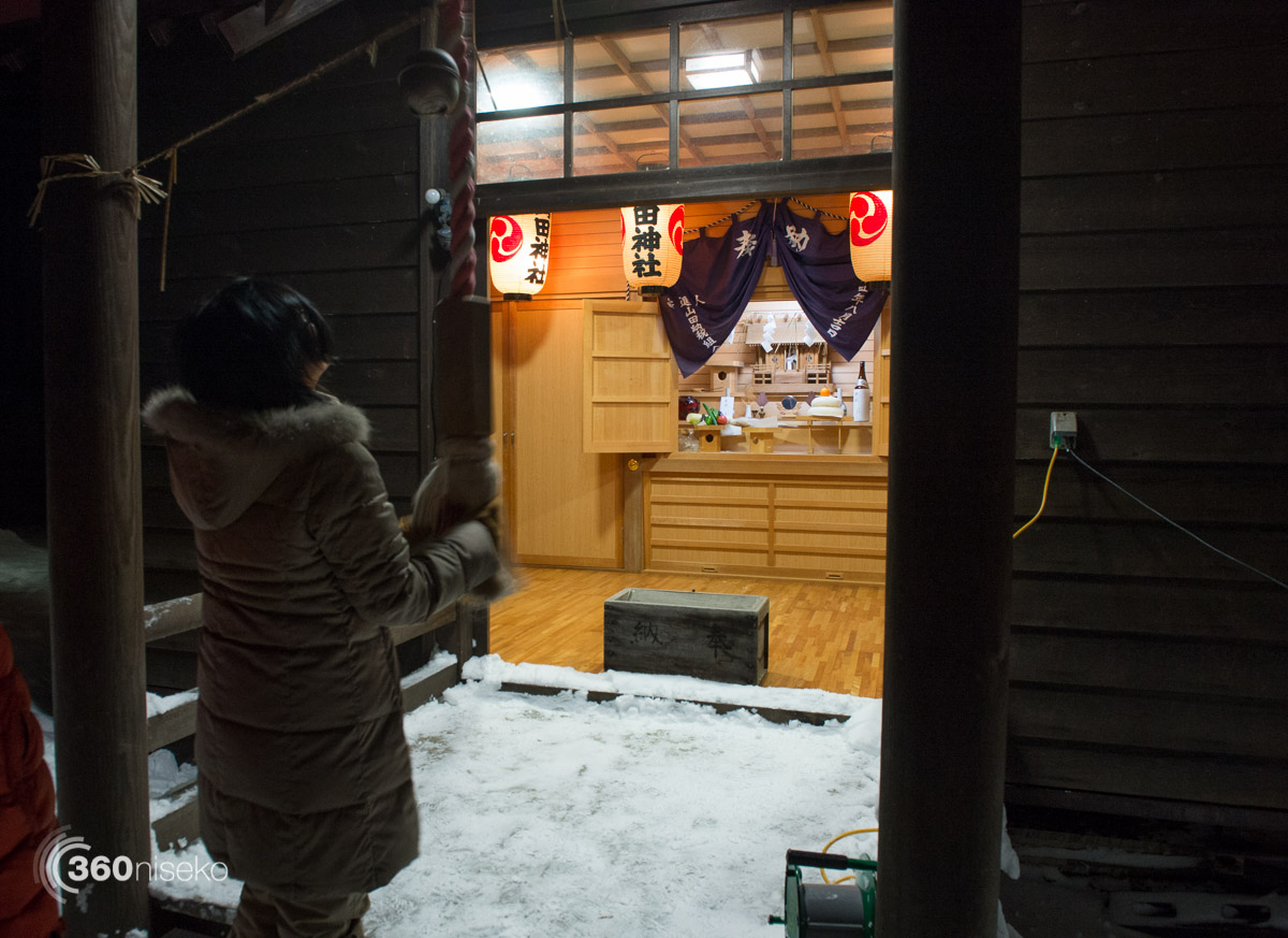 Making a offering, ringing the bell and making a wish, 1 January 2016